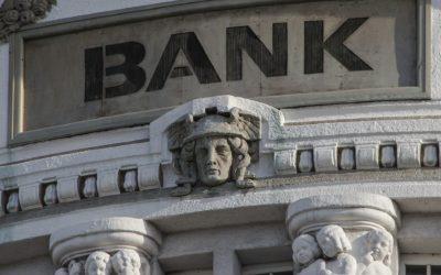 Banky omezují otevírací dobu poboček